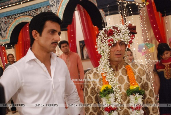 Sonu Sood with Sandeep Baswana on the sets of 'Hitler Didi'