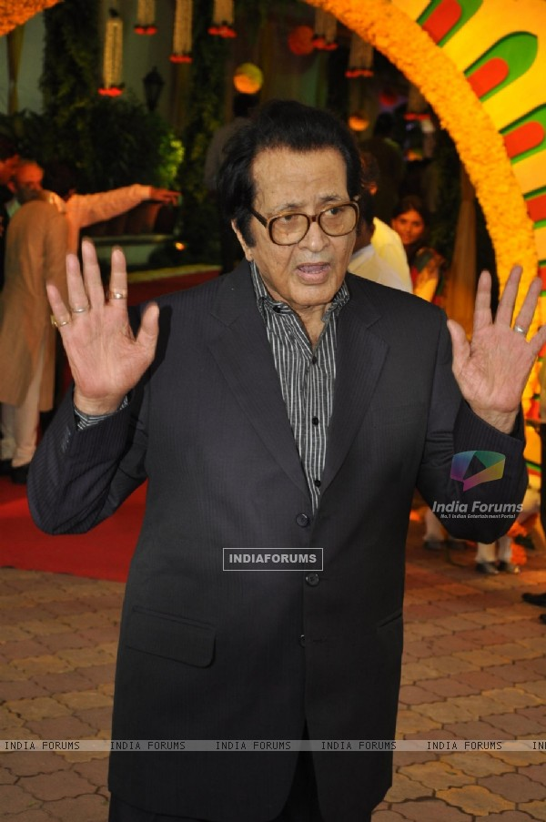 Manoj Kumar at Esha Deol and Bharat Takhtani wedding ceremony