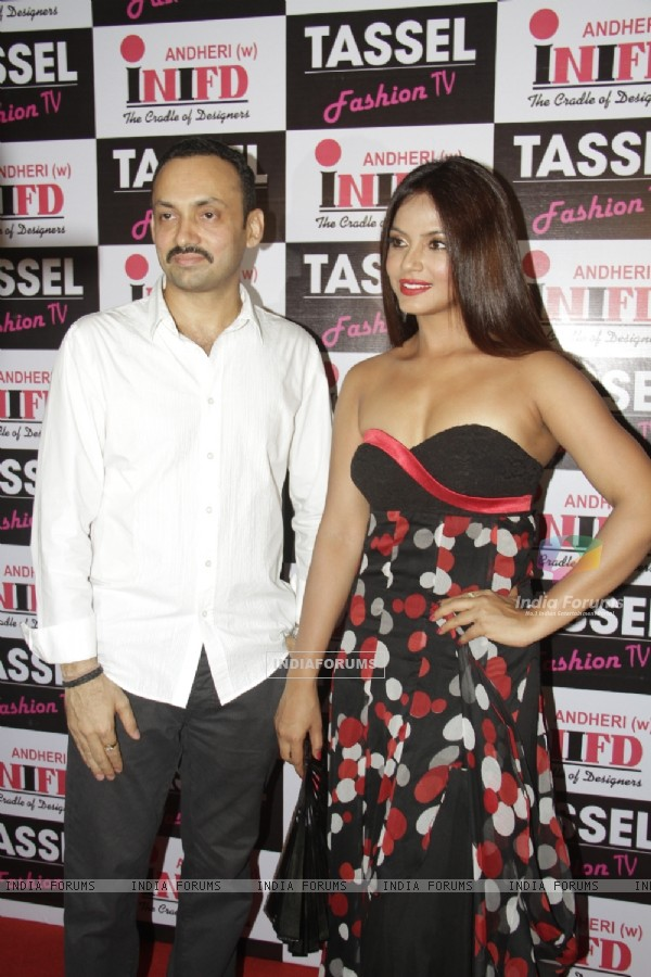 Neetu Chandra at Tassel Designers Award 2012