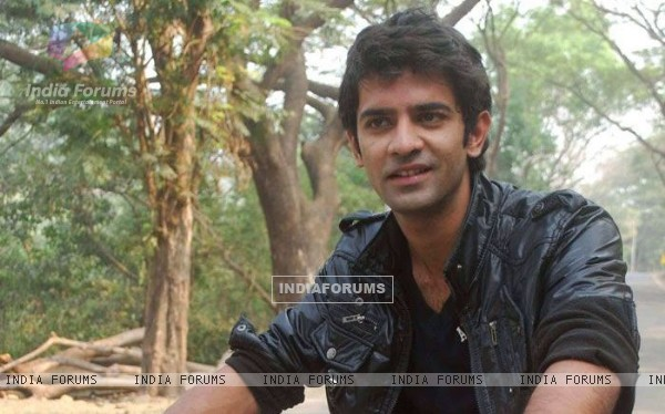 Barun Sobti shooting for Baat Hamari Pakki Hai
