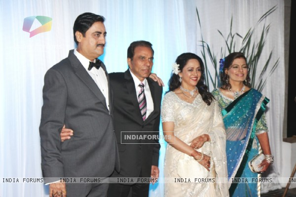 Hema Malini and Dharmendra at Esha Deol's Wedding Reception