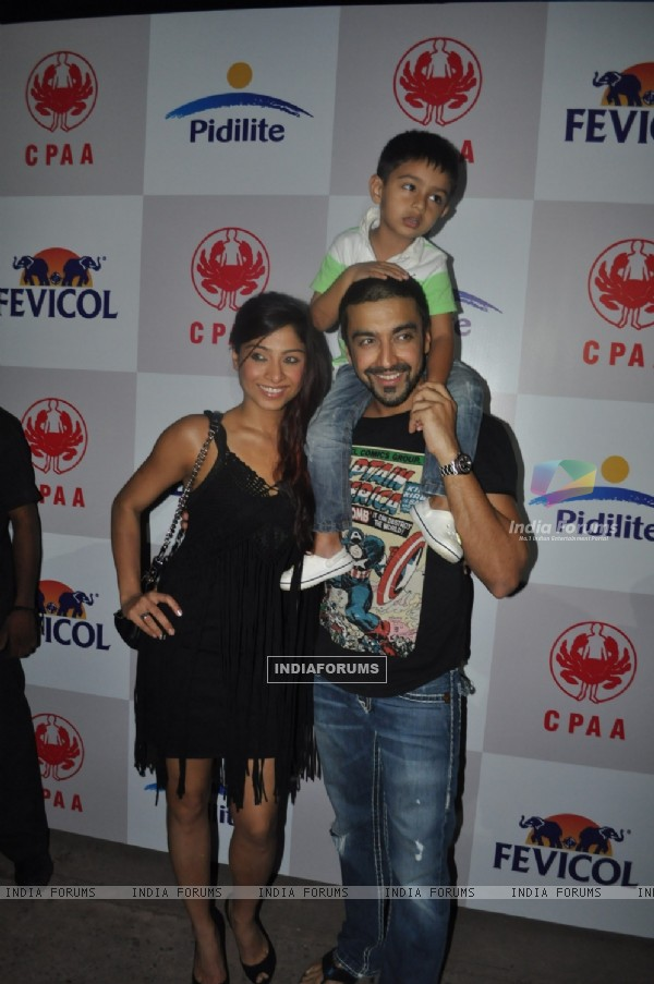 Aashish Chaudhary with wife Samita Bangargi and son Agasthya at Pidilite CPAA fashion show Pre-Event