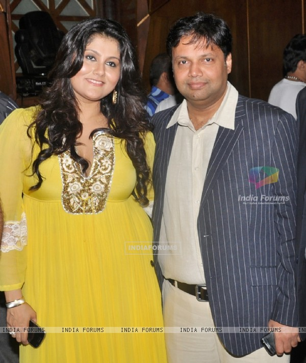 Hosts Zeeba Khan and Devang Dholakia at Viveck Vaswani's surprise birthday bash