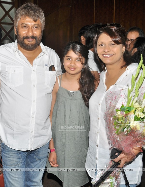 Pallavi Joshi with family at Viveck Vaswani's surprise birthday bash