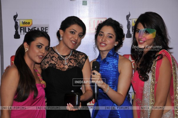 Nisha, Kajal Aggarwal, Tamanna & Shruti Hassan at 59th !dea Filmfare Awards 2011 (South)