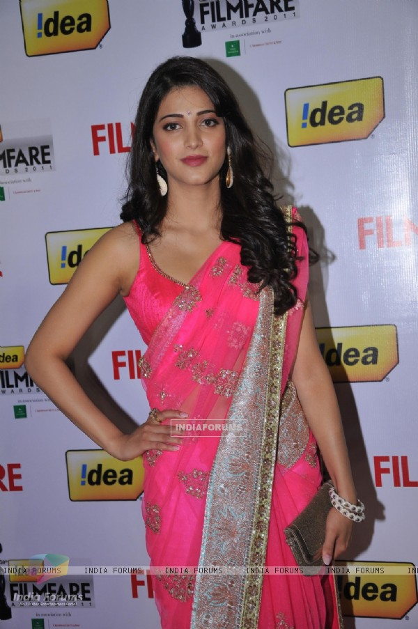 Shruti Hassan at 59th !dea Filmfare Awards 2011 (South)