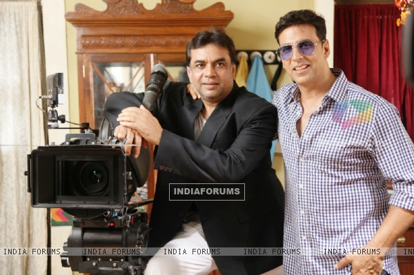 Akshay Kumar and Paresh Rawal on the sets of movie OMG! Oh My God (212083)