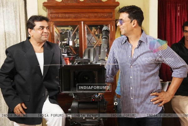 Akshay Kumar and Paresh Rawal on the sets of movie OMG! Oh My God (212085)