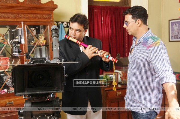Akshay Kumar and Paresh Rawal on the sets of movie OMG! Oh My God (212086)