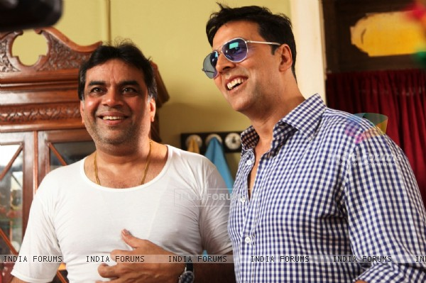 Akshay Kumar and Paresh Rawal on the sets of movie OMG! Oh My God (212088)
