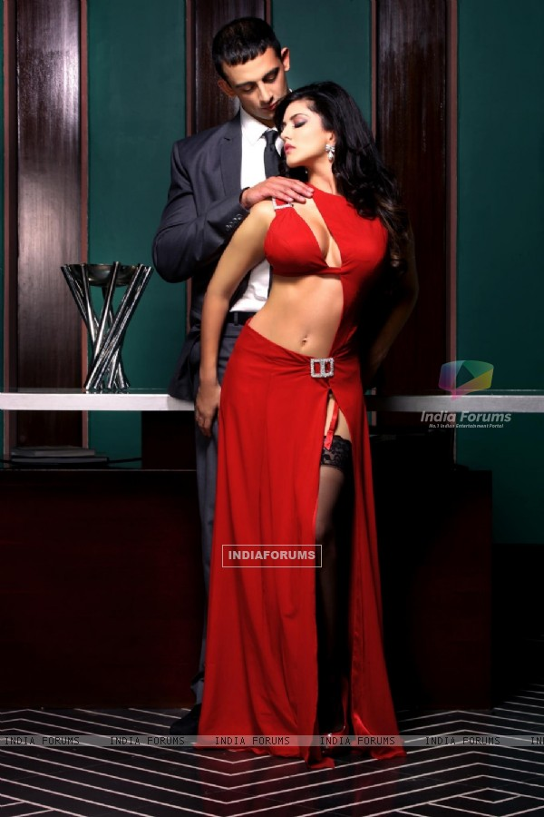 Sunny Leone and Arunoday Singh in film Jism 2