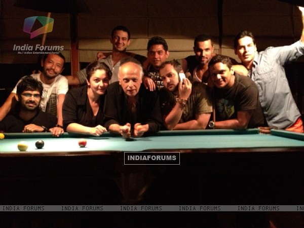 Mahesh Bhatt, Pooja Bhatt,  Dino Morea on the set of movie Jism 2
