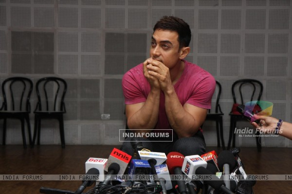 Aamir Khan holds press conference over the issue of female foeticide