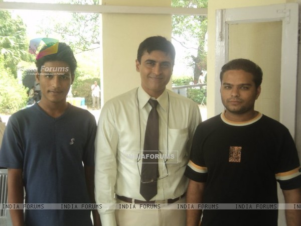 Mohnish Behl with a fans