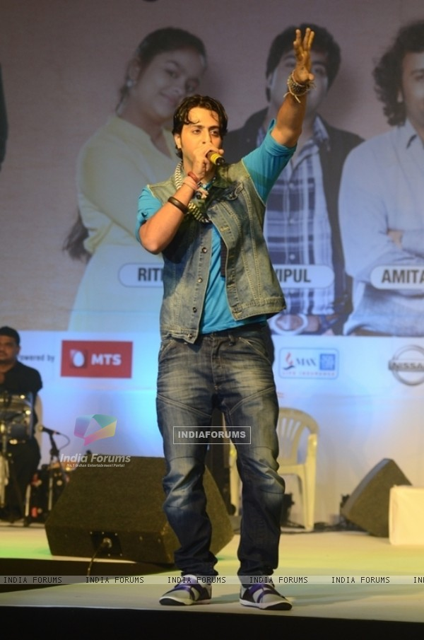 Salim Merchant on the stage of Indian Idol 6