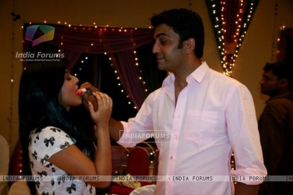 Kritika Kamra and Sharad Kelkar at the celebration of 200 Episode of Kuch Toh Log Kahenge
