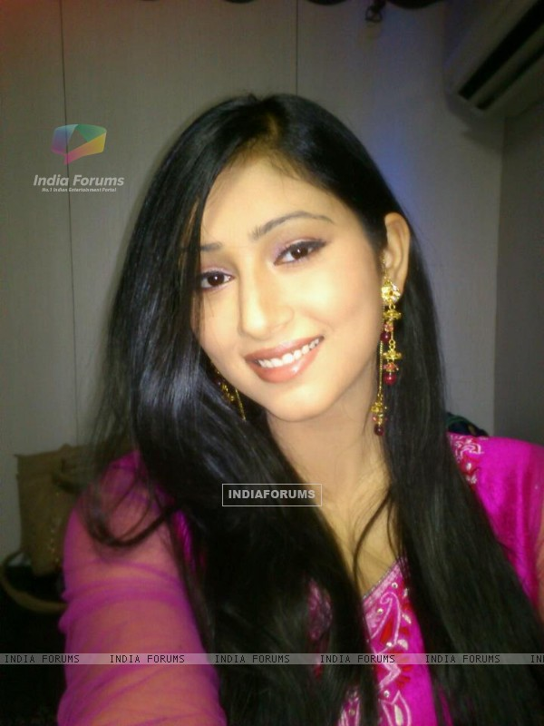 Disha parmar as Pankhuri on the set of Pyar Ka Dard Hai Meetha Meetha Pyara Pyara