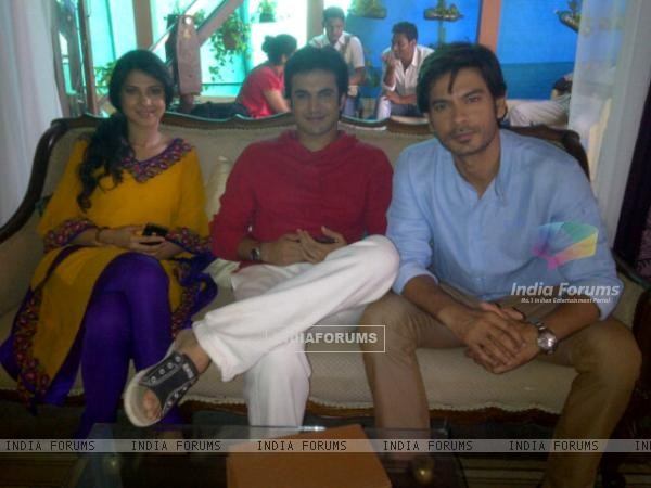 Jennifer Winget with her telefilm co-star Keith and Ajay