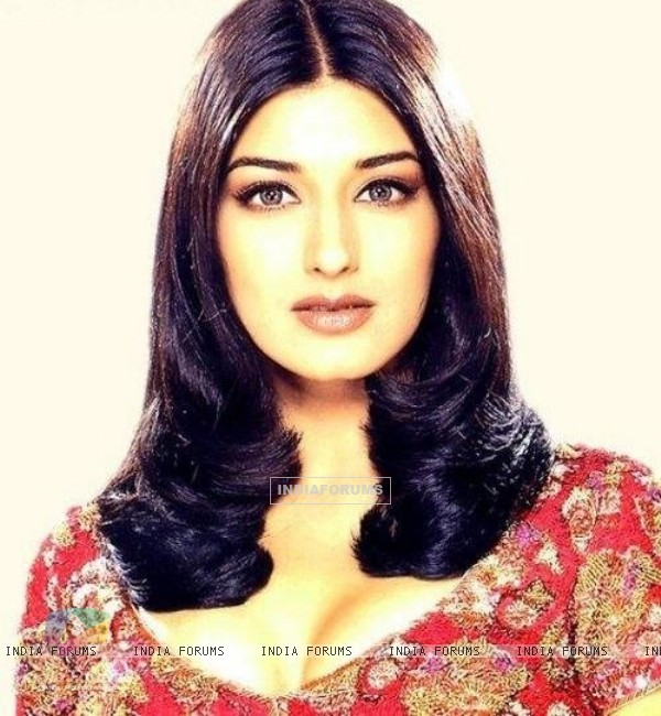 Sonali Bendre - Wallpaper