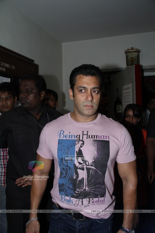 Salman Khan on the sets of DID L'il Masters