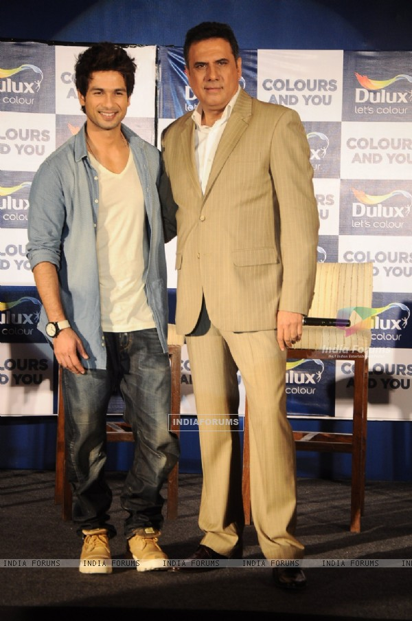 Bollywood actrors Shahid Kapoor and Boman Irani at Dulux colour confluence event in Mumbai. .