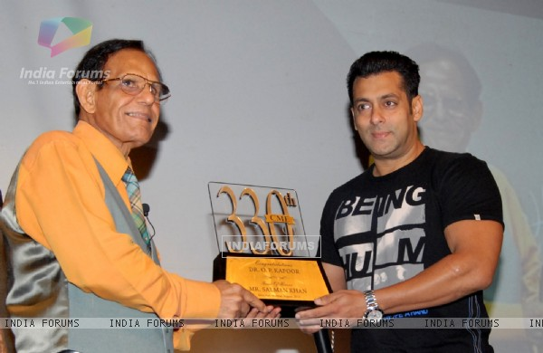 Salman Khan joined the celebrations & presents a momento to Dr.O P Kapoor