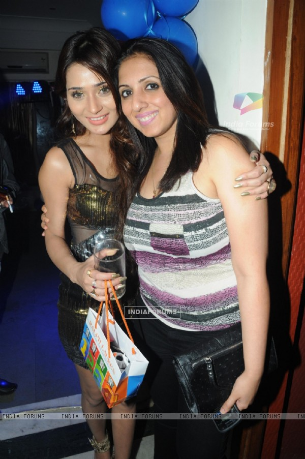 Sara Khan with Munisha Khatwani at Sara Khan's Birthday Bash
