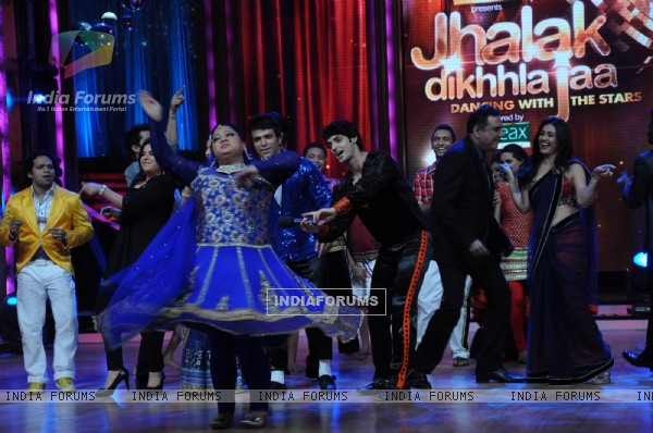 Bharti Singh, Karan Wahi, Boman Irani, Ragini Khanna on the sets of Jhalak Dikhhla Jaa