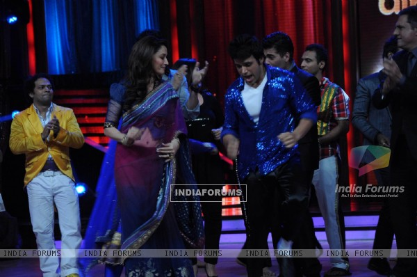 Madhuri Dixit on the sets of Jhalak Dikhhla Jaa