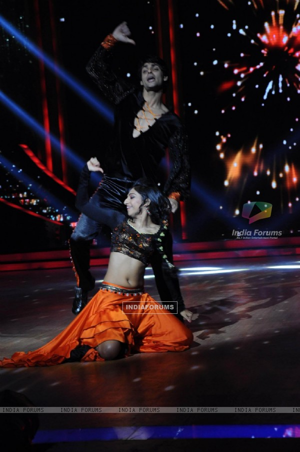 Karan Wahi with Mohena Singh performing on the sets of Jhalak Dikhhla Jaa