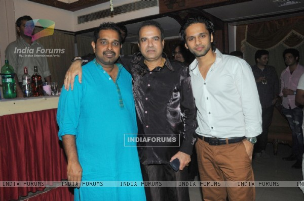 Shankar Mahadevan at Suresh Wadkar's Birthday Bash