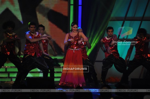 Kareena Kapoor at Credai Real Estate Awards 2012