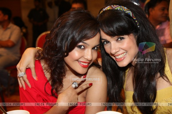 Chitrashi Rawat and Vidya Malvade at International Diamond Day