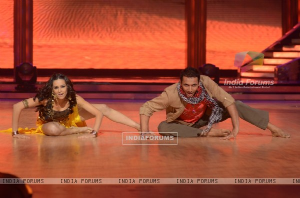 Shibani Dandekar & Puneet performing on the sets of Jhalak Dikhhla Jaa