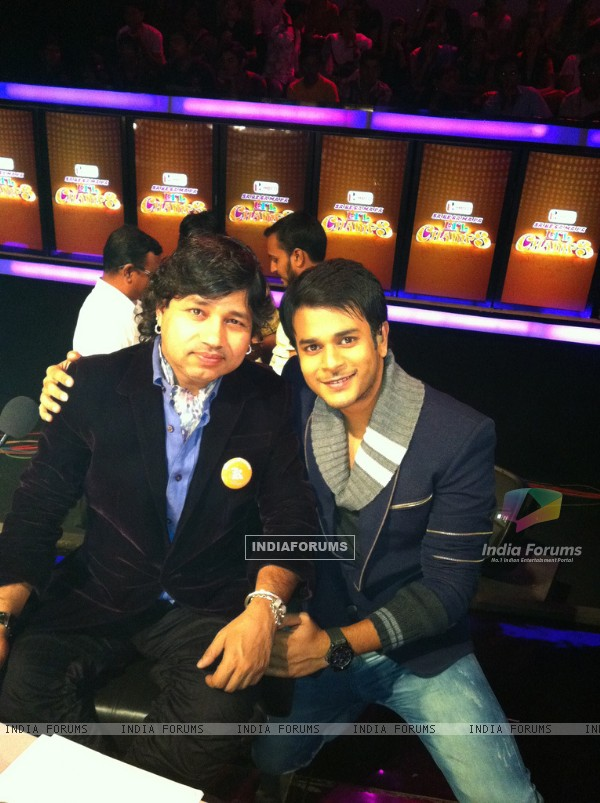 Jay Soni on the sets of lil champs with Kailash Kher