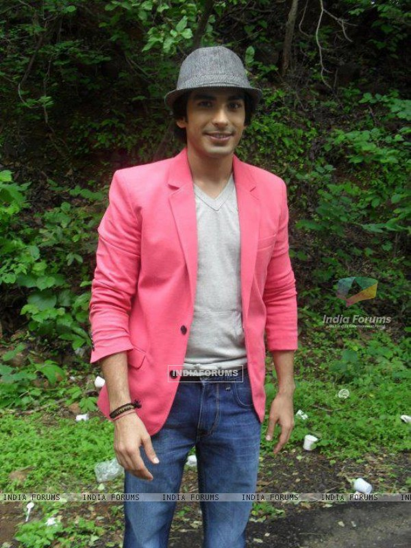 Mohit Segal Khamoshiya​an Look