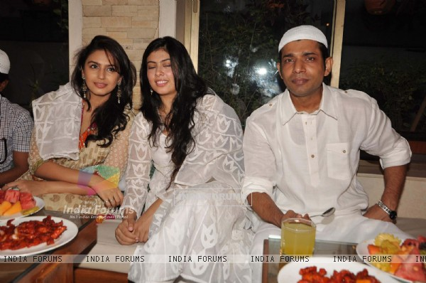 Cast of Gangs of Wasseypur - 2 at a Iftar party in Bandra, Mumbai. . (220486)