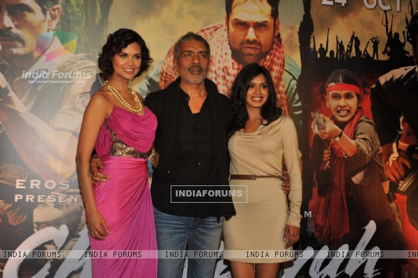 Esha Gupta, Prakash Jha and Anjali Patil at Unveiling of forthcoming film Chakravyuh