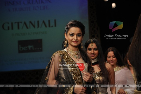 Muskaan Mihani on ramp at the Beti show by Vikram Phadnis at IIJW 2012