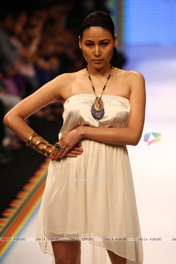 Tanvi Garg and Deepti & Amisha Show on Day 2 at IIJW 2012