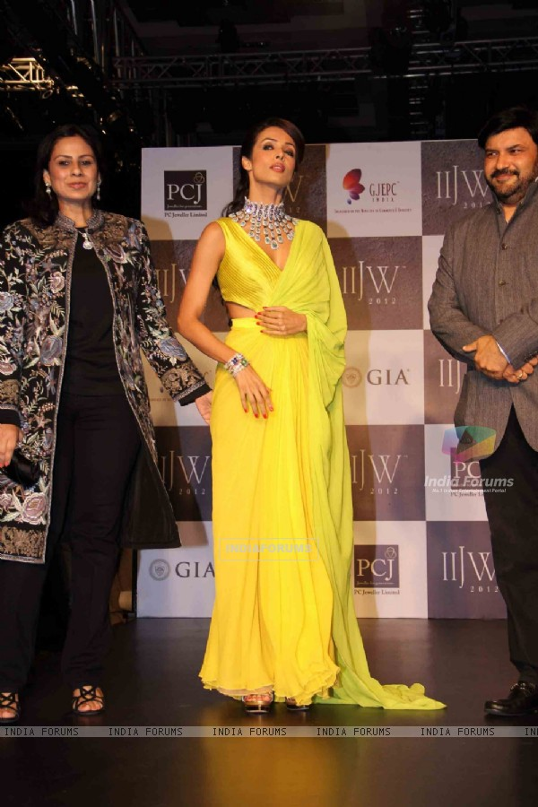 Malaika Arora Khan walk the ramp for KGK Entice Pvt Ltd at IIJW 2012