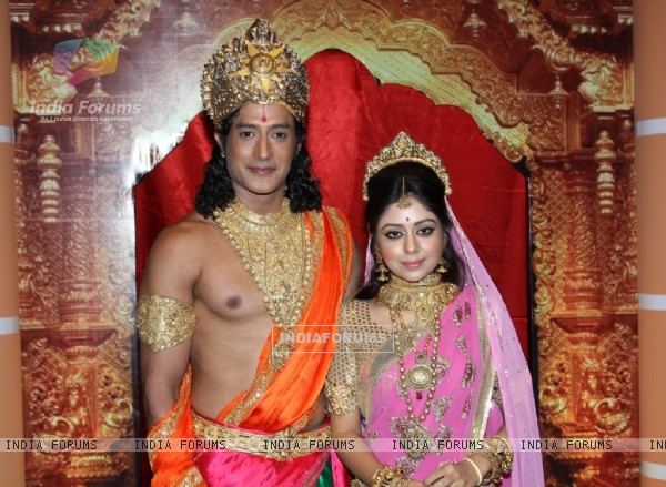 Gagan Malik and Neha Sargam as Ram and Sita on Zee TV's Sabke Jeevan Ka Aadhar - Ramayan