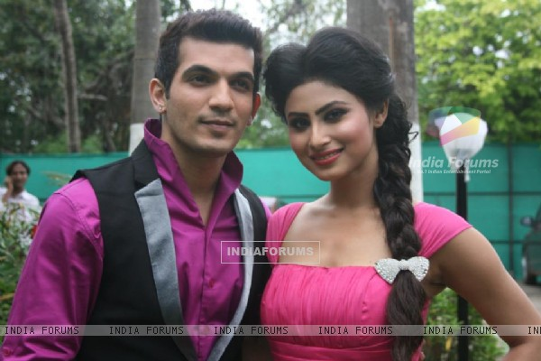 Arjun Bijlani with Mouni Roy