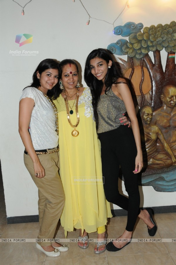 Monali, Dorris & Juhi Godambe at Dorris sets up a surprise party for Bharat Godambe