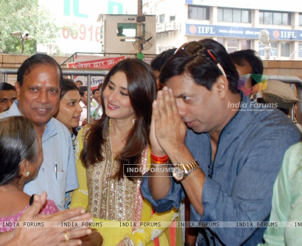Kareena Kapoor and Madhur Bhandarkar at Siddhivinayak Temple for the Music Launch of the film Heroine