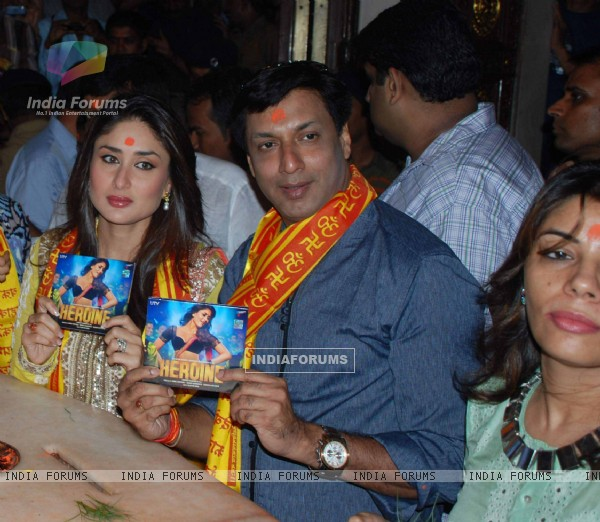 Kareena Kapoor & Madhur Bhandarkar at Siddhivinayak Temple for the Music Launch of the film Heroine