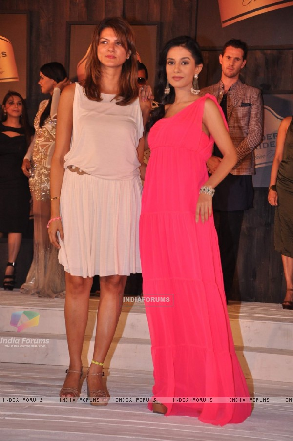 Amrita Rao & Nandita Mahtani during the 8th edition of Seagram's Blenders Pride Fashion Tour 2012