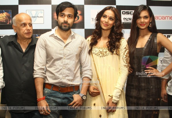 Bollywood actors Emraan Hashmi, Bipasha Basu, Esha Gupta and film producer Mahesh Bhatt at a press meet for the film Raaz-3 in New Delhi . (223971)