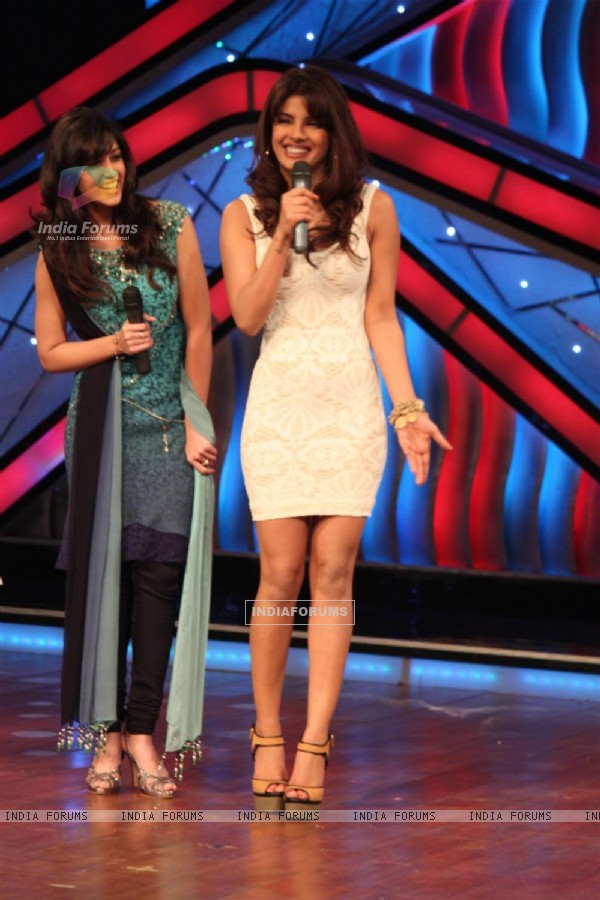 Priyanka Chopra & Lleana Dcruz on the sets of Dance India Dance