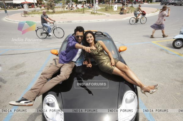 Jackky Bhagnani and Nidhi Subbaiah in Ajab Gajabb Love